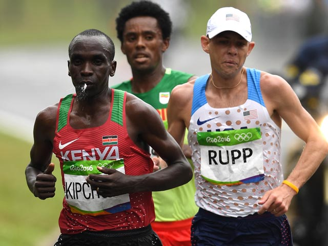 RIO DE JANEIRO, BRAZIL - AUGUST 21:  Eliud Kipchoge of Kenya, Galen Rupp of the United States and Feyisa Lilesa of Ethiopia compete during the Men's Marathon on Day 16 of the Rio 2016 Olympic Games at Sambodromo on August 21, 2016 in Rio de Janeiro, Brazil.  (Photo by Quinn Rooney/Getty Images)