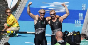 epa05473533 Eric Murray (L) and Hamish Bond (R) of New Zealand celebrate after winning the gold medal in the men's Pair final race of the Rio 2016 Olympic Games Rowing events at the Lagoa Rodrigo de Freitas in Rio de Janeiro, Brazil, 11 August 2016.  EPA/DIEGO AZUBEL